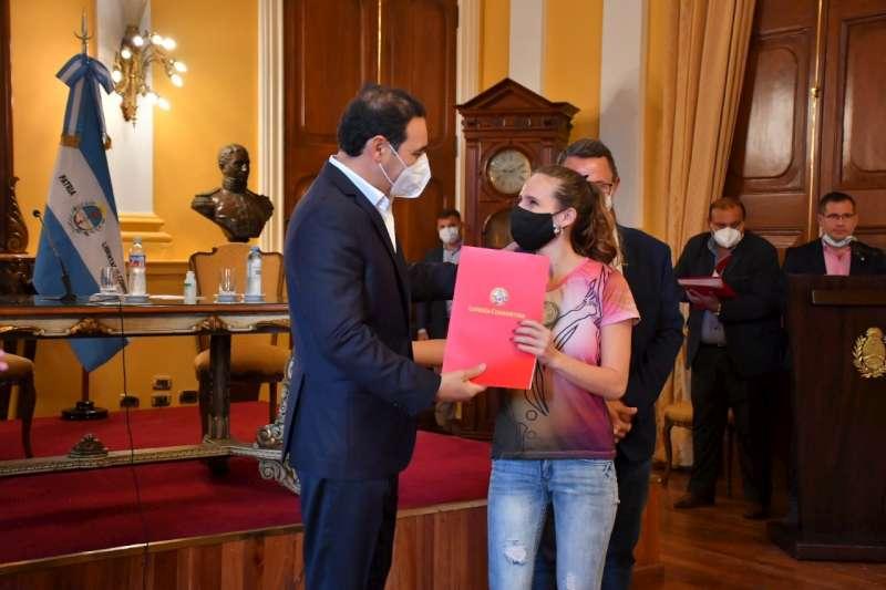 Valdés entregó subsidios y ratificó la construcción del futuro Centro de Alto de Rendimiento de la Provincia