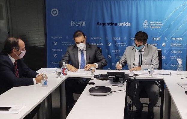 Valdés firmó convenio con Nación para proveer agua potable y cloaca a 2 mil familias