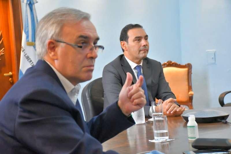 Valdés firmó el decreto que reglamenta la producción estatal del cannabis medicinal en Corrientes