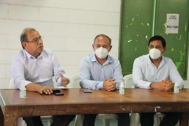 El Ministro Adán Gaya junto al Intendente Eduardo Tassano visitaron el Comedor del B° San Roque