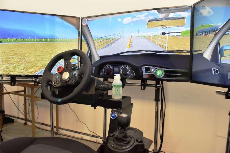 Carné de conductor. Tassano habilitó un moderno simulador de autos y motos