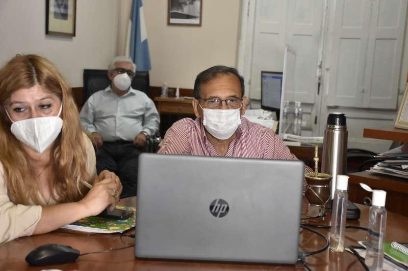 Aumento de casos, nuevas cepas y vacunas, fueron los temas centrales del Cofesa