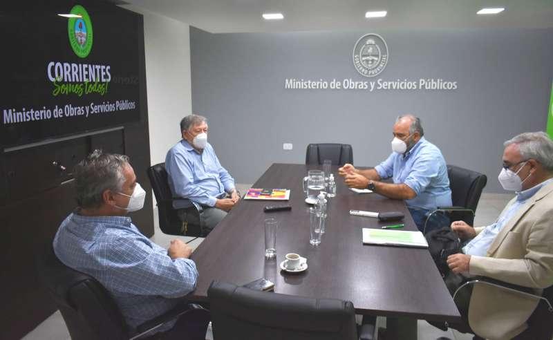 Producción y Obras Públicas se reunieron para acordar la optimización del enripiado en la Provincia