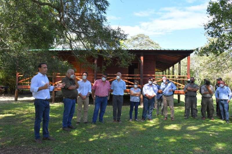 El Gobernador inauguró infraestructura turística en la isla El Disparo, en pleno corazón del Iberá