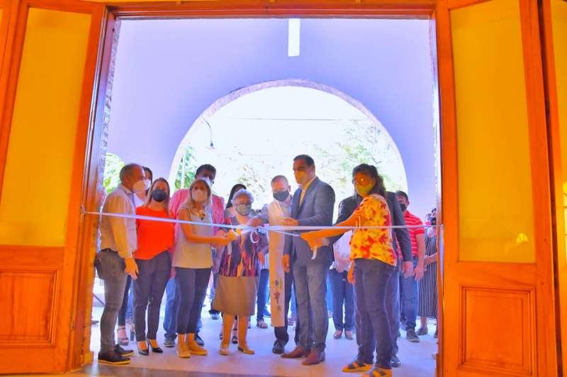 En Santa Rosa, Valdés habilitó las obras de refacción y ampliación de la Escuela 648 y la iglesia, con el compromiso de seguir mejorando la localidad