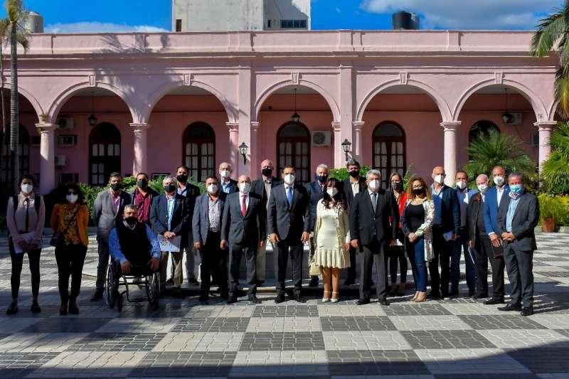 Valdés dialogó con representantes y valoró el aporte participativo para firmar un nuevo Pacto Económico y Social
