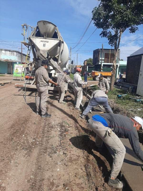 La Provincia construye cordón cuneta, badenes y sumideros en el barrio Cremonte