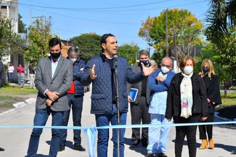 Valdés inauguró pavimento en Sauce y prometió múltiples obras para la localidad