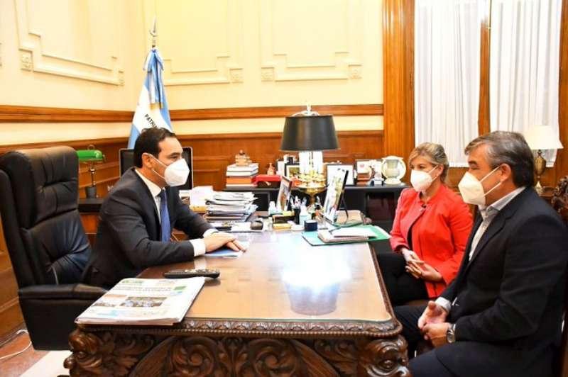 Junto al intendente de Lomas de Vallejos, el Gobernador abordó diversos temas que benefician a la Comuna