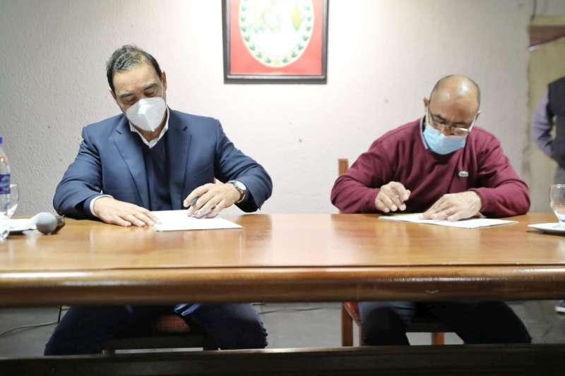 En San Miguel, Valdés firmó convenio de obras habitacionales y viales
