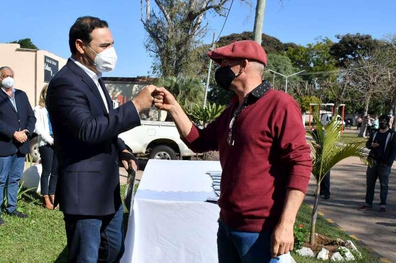 En Palmar Grande, Valdés presidió entrega de 8 viviendas, anunció 20 más y la construcción del club local