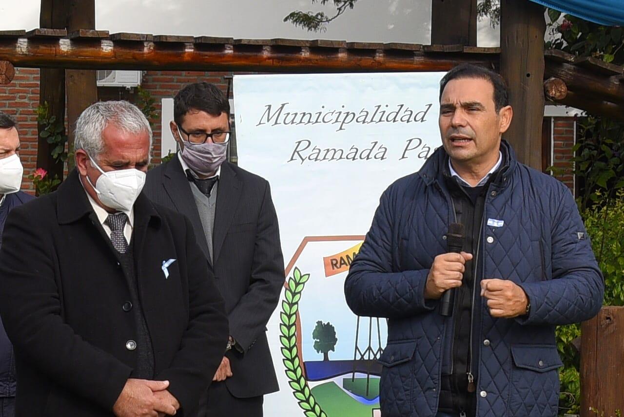En Ramada Paso, Valdés entregó herramientas a emprendedores y viviendas sociales con el compromiso de más casas e infraestructura turística para la localidad