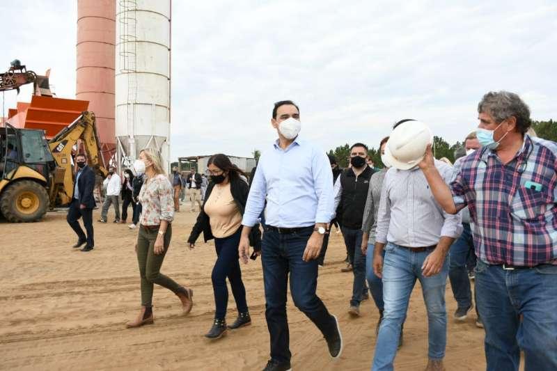 Puerto de Ituzaingó con un avance del 43%, Valdés visitó la mayor obra para el desarrollo provincial