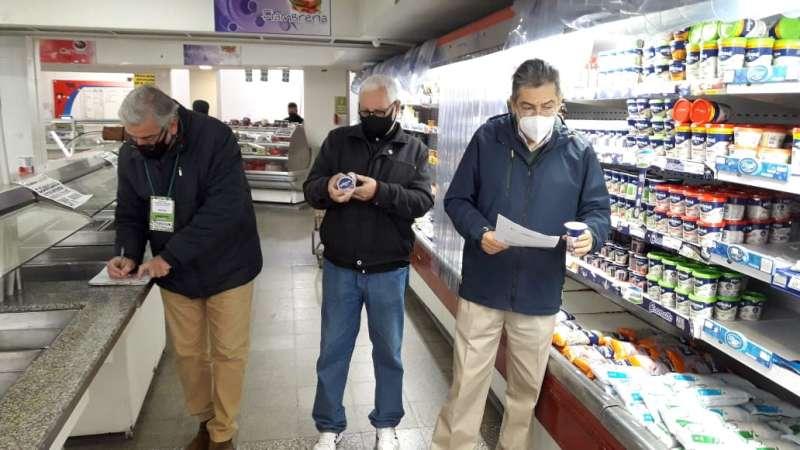 Detectaron alimentos vencidos en supermercados de la Capital