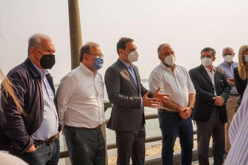 El gobernador Valdés verificó detalles del próximo inicio de las obras de remodelación de la Costanera Gral. San Martín