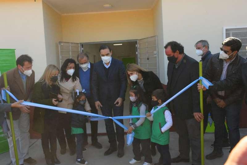 Valdés inauguro infraestructura en colegio del barrio Esperanza y anuncio la construcción de un jardín de infantes