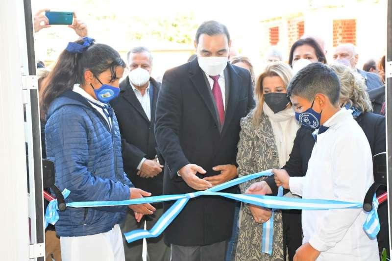 En Ituzaingó, Valdés inauguró ampliación y refacción de la escuela Nº 74 y habilitó cajeros automáticos