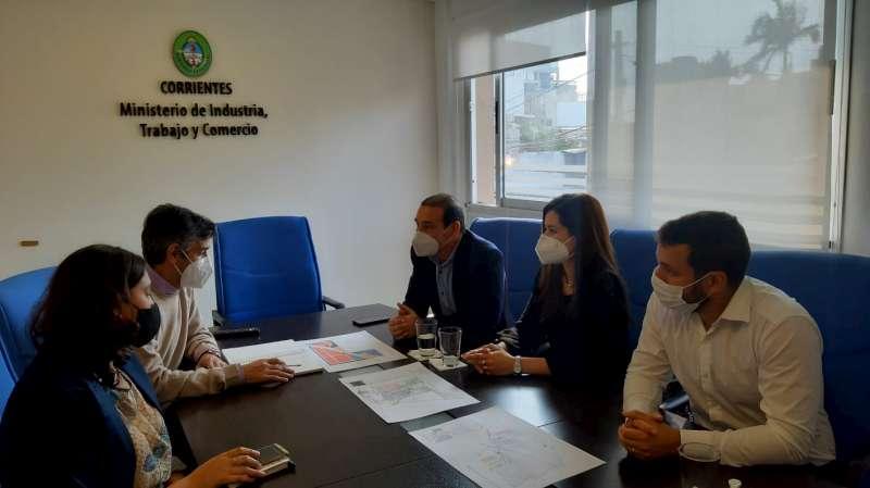Planifican obras para garantizar Internet en los parques industriales