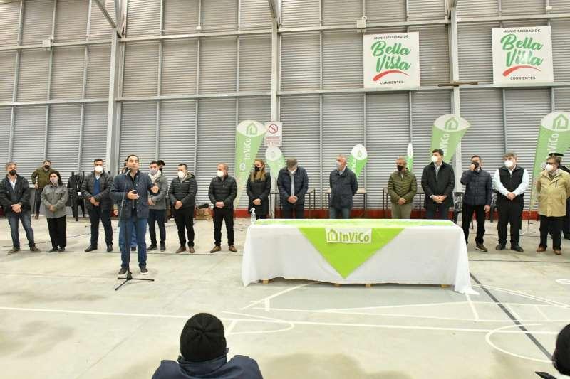 Valdés entregó escrituras del INVICO a familias bellavistenses y anunció 80 viviendas para esa ciudad