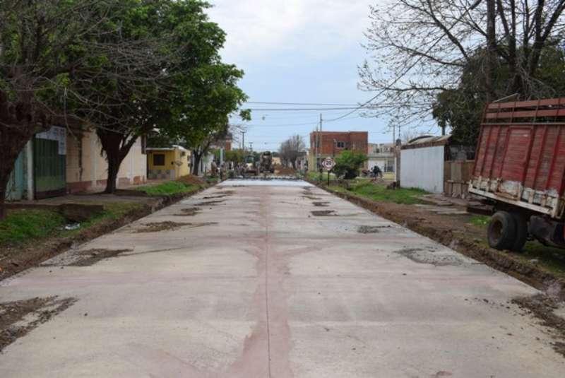 La Provincia agrega dos nuevos frentes de pavimentación en los barrios Arazaty y Ayuda Mutua