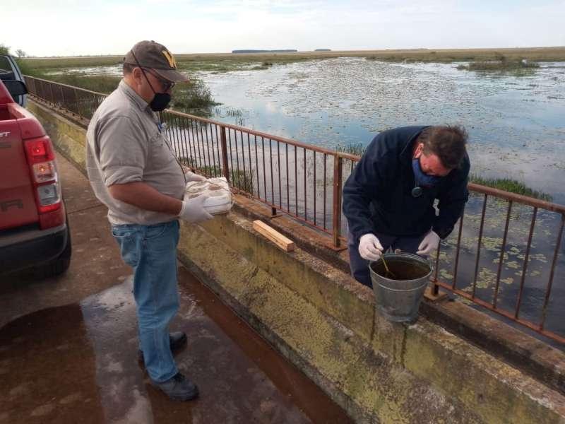 Toma de muestras de recursos hídricos para indicadores ambientales