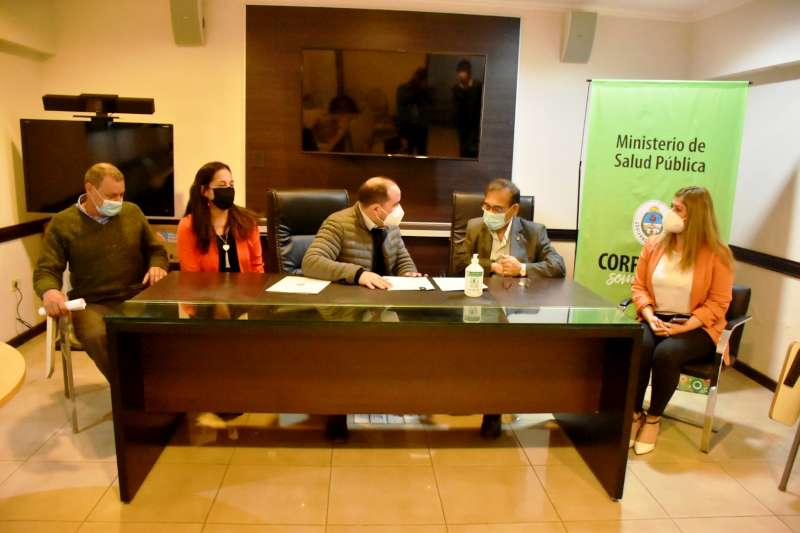 Cardozo firmó un convenio con el Senasa que permite el abordaje de enfermedades zoonóticas