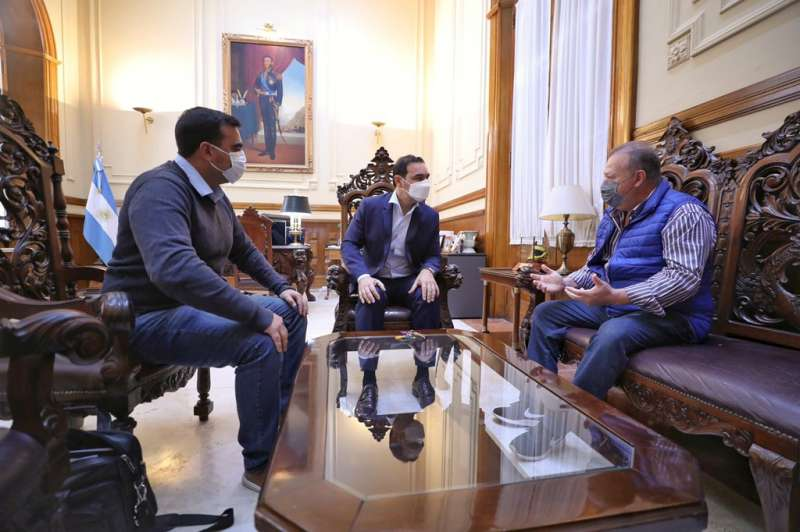 Valdés recibe a candidatos y encabeza actos en los municipios que eligen intendentes